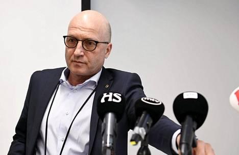 Puolustustarvikeyhtiö Patrian toimitusjohtaja Olli Isotalo Patrian tiedotustilaisuudessa keskiviikkona Helsingissä.