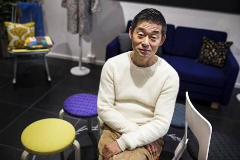 Akira Minagawa johtaa menestynyttä japanilaista muotiyritystä nimeltä Minä Perhonen, joka esittäytyy Artekin liikkeessä osana Helsinki Design Weekiä.