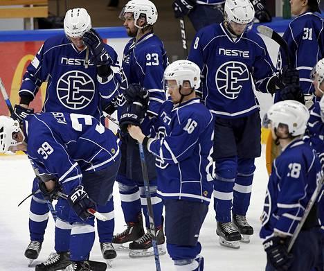 Ensimmäisellä kaudellaan 2016-2017 jääkiekon Mestiksessä Espoo Unitedin miehet ylsivät välieriin, mutta hävisivät Savonlinnan Pallokerholle.