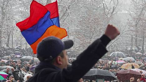 Opposition järjestämä mielenosoitus, missä vaadittiin pääministeri Nikol Pashinyan eroa Armenian Jerevanissa 20. helmikuuta.