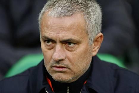 Jose Mourinhon mukaan Leicesterin pitäisi nimetä stadion Claudio Ranierin mukaan.