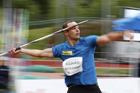 Tero Pitkämäki heitti toiseksi Vantaalla koleissa oloissa.