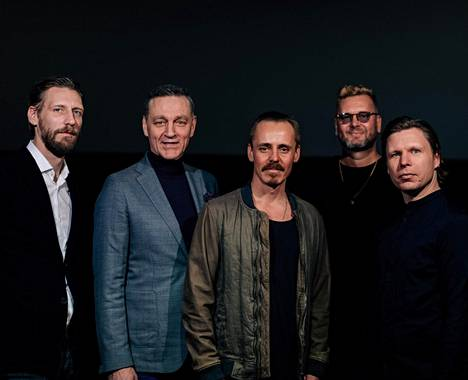 Pekka Strang, Ville Virtanen, Jasper Pääkkönen, Antti J. Jokinen ja Eero Milonoff Omerta-elokuvien puffikuvassa.