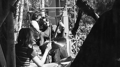 Tasavallan Presidentti -yhtye esiintyi Vaasassa kesäkuussa 1971.