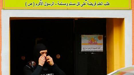 Poliisi poistui Hizbollahin-vastaisen ratsian kohteena olleesta rakennuksesta Berliinissä torstaina.