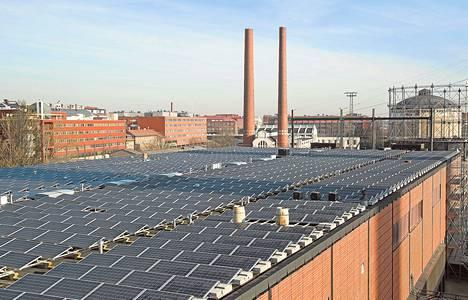 Helsingin kaupungin energiayhtiö Helen uudistaa aurinkovoimalaansa Suvilahdessa. Siihen tulee Pohjoismaiden suurin sähkövarasto. Sen avulla voidaan ottaa talteen sopivan sään aikana tuotettu sähkö.