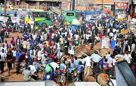 Linja-autoasema oli ruuhkautunut Ugandan pääkaupungissa Kampalassa lokakuun alussa.
