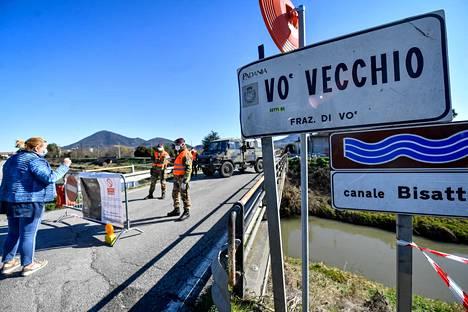Veneton maakunnassa sijaitsevan Vòn kylä on ollut eristettynä koronavirustartuntojen takia.