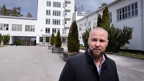 Toimitusjohtaja Peter Gabrielsson haluaisi pelastaa sen, mikä tekee Vierumäestä erityisen.