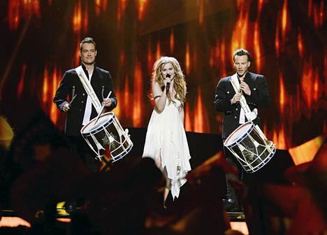 Tanskan Emmelie de Forest voitti Euroviisut kappaleella Only teardrops.