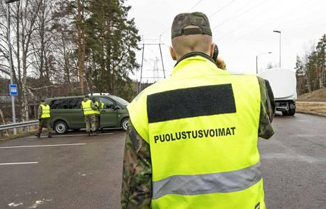 Poliisi ja Puolustusvoimat purkivat Uudenmaan eristystä Loviisassa huhtikussa.