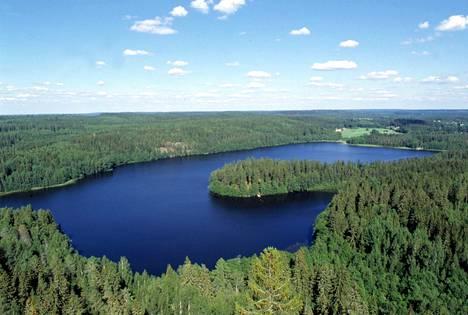 Järvimaisema Hämeenlinnan Aulangolta.