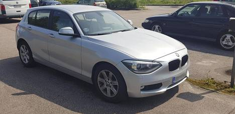 Vantaalaismiehen BMW hylättiin katsastuksessa, syynä katkenneet takajouset. Myöhemmin ilmeni, että jouset olivat ehjät.