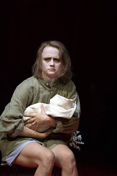 Ella Mettänen on äiti, joka sisällissodan jälkimainingeissa jää neljän lapsen yksinhuoltajaksi.