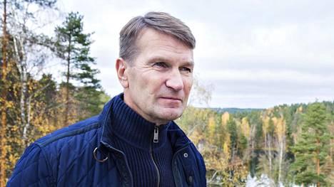 Pitkän ja menestyksekkään uran jääkiekkovalmentajana tehnyt Erkka Westerlund valmentaa nyt yrityksiä ja luennoi työhyvinvoinnista.