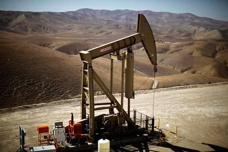 Yhdysvallat on maailman suurimpia öljymaita. Kuvassa öljypumppu Monterey Shalessa Kaliforniassa.