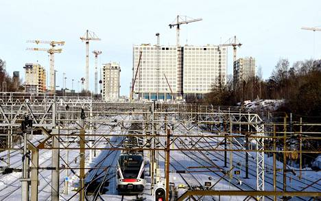 Rakenteilla oleva kauppakeskus Tripla näkyy Helsingissä kauas.