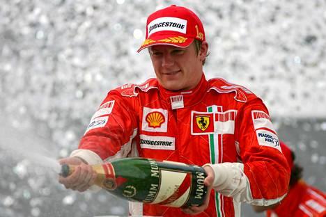 Vuoden 2007 São Paulon F1-osakilpailu päättyi mestaruusjuhliin, jotka jatkuivat varhaiseen aamuun.