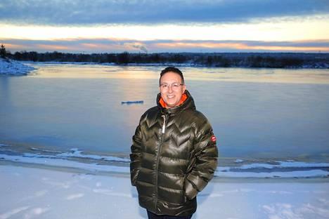 Simon Biton rakastui Rovaniemen lumeen, kylmyyteen ja pimeyteen. Sen rakkauden hän on saanut muillekin israelilaisille markkinoitua.