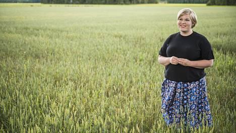 Tiede- ja kulttuuriministeriksi palaava Annika Saarikko kuvattuna kotonaan Oripäässä Varsinais-Suomessa.