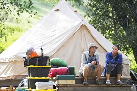Järjestystä rakastava Kathryn (Jennifer Garner) järjestää miehensä Waltin (David Tennant) 45-vuotispäivän kunniaksi telttaretken. Se ei mene hänen suunnitelmiensa mukaan.
