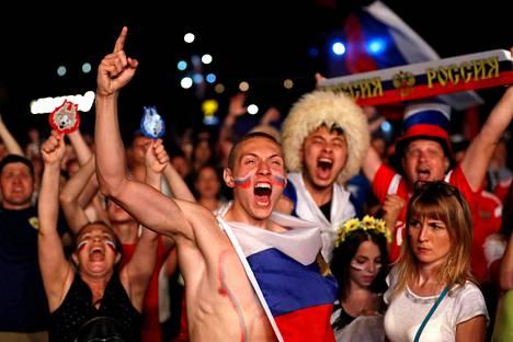Venäläisfanit juhlivat tiistai-iltana Sotšissa.