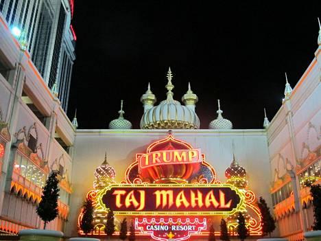 Atlantic Cityn Trump Taj Mahal -kasino on yksi Trumpin perustama (1990) ja konkurssin (1991) tehnyt yritys. Nimensä käyttöoikeudesta hän sai korvauksia myös kasinon uusilta omistajilta.