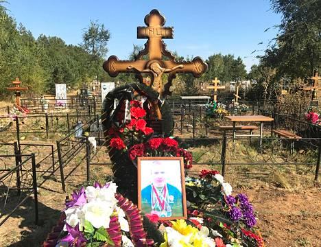 Venäläinen ex-poliisi ja potkunyrkkeilijä Valeri Dzjuba kuoli tiettävästi yksityisen yrityksen palkkasotilaana Syyriassa viime elokuussa. Hänen hautansa on Orenburgin kaupungin liepeillä Uraljoen varrella.