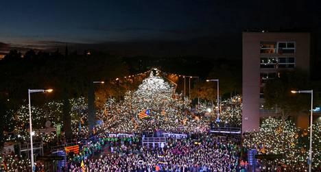Barcelonan mielenosoitukseen osallistui poliisin arvion mukaan lauantaina noin 750000 ihmistä.