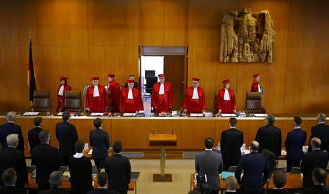 Karlsruhessa sijaitseva Saksan perustuslakituomioistuin hylkäsi kanteen, jonka mukaan Euroopan keskuspankin syksyllä 2012 ilmoittama eurovaltioiden joukkolainojen osto-ohjelmassa olisi ollut laiton.