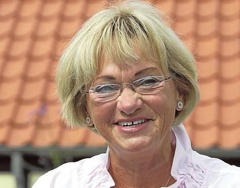 Tanskan kansanpuolueen puheenjohtajuuden jättävä Pia Kjærsgaard aikoo jatkaa kansanedustajana.