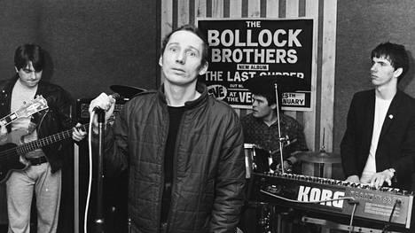 Fagan esitti vuonna 1983 Sex Pistolsin God Save The Queen -kappaleen.