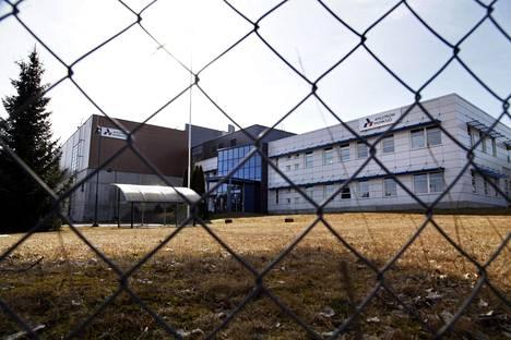 Pörssiyhtiö Ahlstrom-Munksjön tehdas Tampereella aikoo valmistaa materiaalit noin kymmeneen miljoonaan hengityssuojaimeen kuukaudessa. Nykyisin tehdas valmistaa materiaaleja teollisuussuodattimiin.