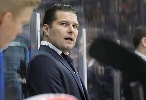 Tomek Valtosen asema Vaasan Sportin valmentajana käy tukalaksi.