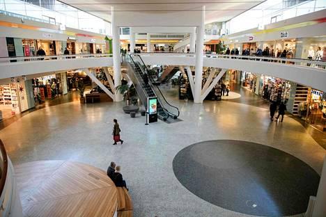 Förlunda Torgin ostoskeskuksessa Göteborgissa oli hiljaista sunnuntaina uuden tartuntatautilain tultua voimaan.