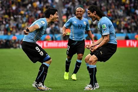Luis Suarez (vasemmalla) ja Edinson Cavani juhlivat torstaina.