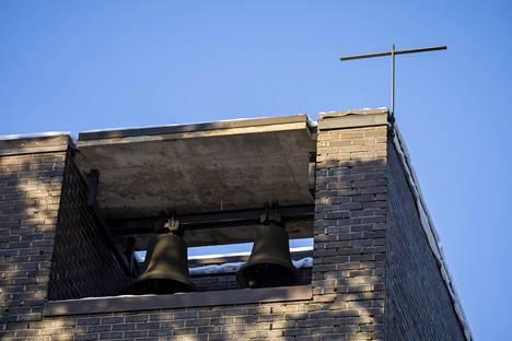 Myös Pallivahan kirkon (1967) kohtalo on epäselvä. Se, kuten Hirvensalon kirkkokin, on korkeatasoista arkkitehtuuria ja oman aikansa muistomerkki.