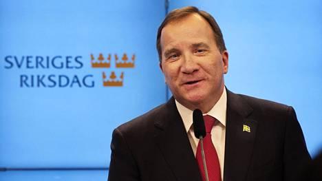 Ruotsin vanha ja uusi pääministeri Stefan Löfven oli perjantaina tyytyväinen valtiopäivien pääministeriäänestyksen jälkeen.