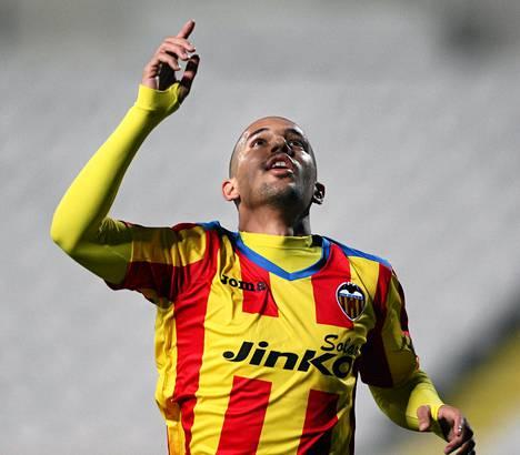 Valencian Sofiane Feghouli tuuletti Dinamon verkkoon tekemäänsä maalia.