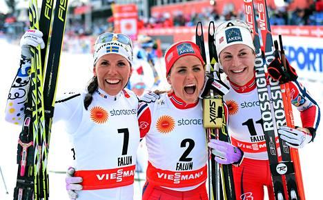 Norjan Therese Johaug (keskellä) joutui vastaamaan seksistiseen kysmykseen lauantain yhdistelmäkisaa edeltäneessä tiedotustilaisuudessa. Kisassa hopeaa sai Astrid Uhrenholdt Jacobsen (oik) ja pronssia Ruotsin Charlotte Kalla.