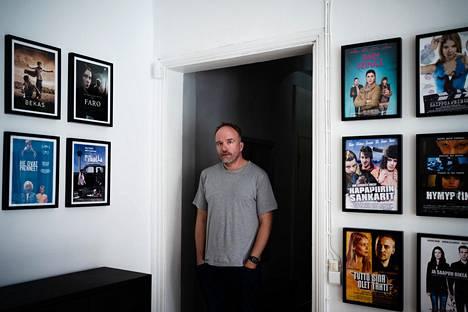 Aleksi Bardy kuvattiin Helsinki-Filmin toimistolla Korkeavuorenkadulla.