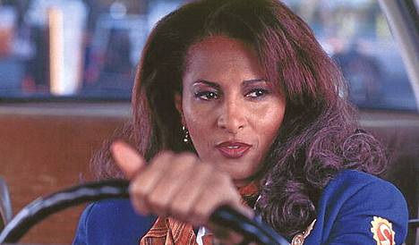 Pam Grier teki paluun lentoemäntä Jackie Brownina.