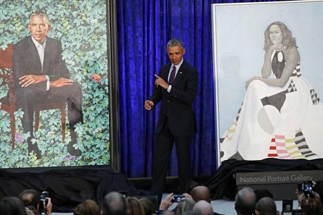 Yhdysvaltojen entisen presidentin Barack Obaman ja hänen vaimonsa Michelle Obaman muotokuvat paljastettiin maanantaina.
