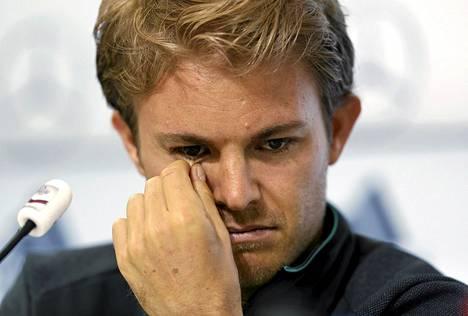 F1-tähti Nico Rosberg osallistui Saksan jalkapallomaajoukkueen pr-tilaisuuteen Itävallan St. Martinissa 27. toukokuuta.