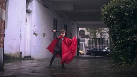 Aatos eläytyy supersankari Thoriksi.