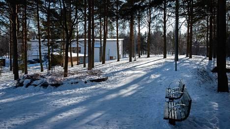 Yliskylän tuleva rakentaminen toteutetaan osin puisto- ja virkistysalueille. Kuvassa olevaan Kiiltomadonpuistoon aiotaan rakentaa asuntoja.