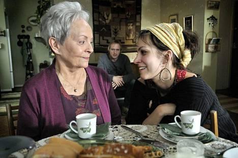 Vuonna 2009 Jenni Banerjee näytteli Kohtaamisia-elokuvassa Anneli Saulin kanssa.