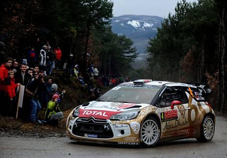 Sébastien Loeb piti nopeinta vauhtia keskiviikkoillan testierikoiskokeella.