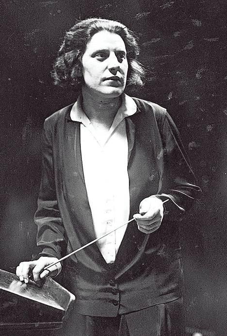 Antonia Brico johtamassa Berliinin filharmonikkoja 1930-luvun alussa.