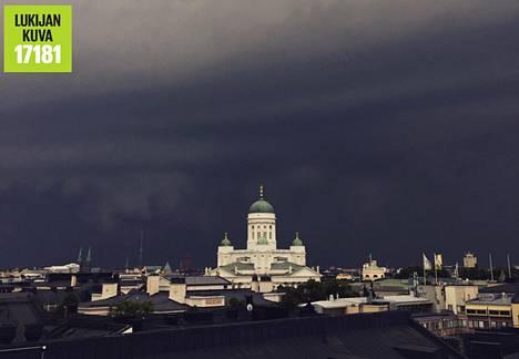 Myrskypilvet Helsingin yllä.